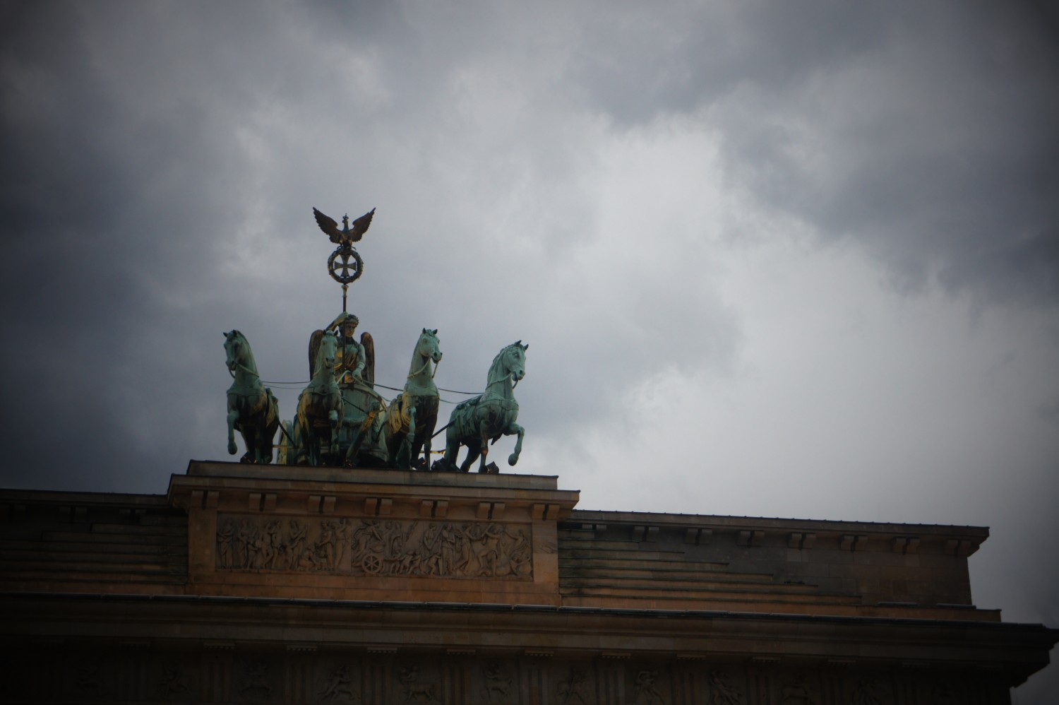 Brandenburger Tor, before the rain rolls in.